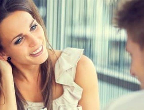 8 sinais femininos de atração: como saber se ela está a fim de você